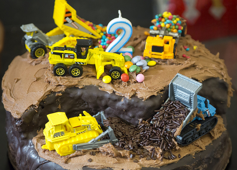 My construction-themed chocolate cake. It's so easy to make!