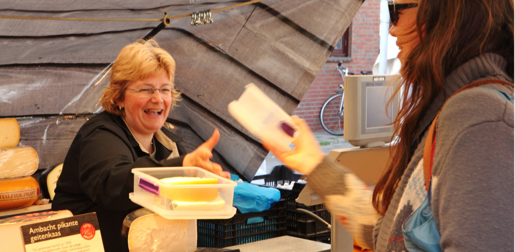 Our favourite, ridiculously happy cheese seller at the Haagse Markt. Photo by Liefde & Ambacht.