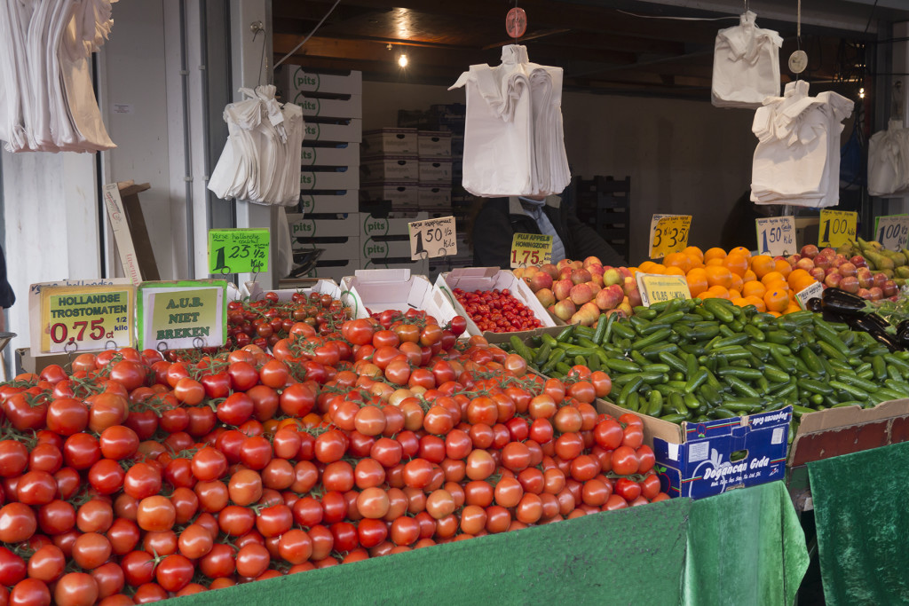 We always get our tomatoes and cucumbers at this stall. Snoep tomaten are just 3 euros a kilo here.